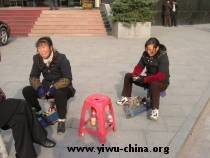 Shoeshiners in Yiwu